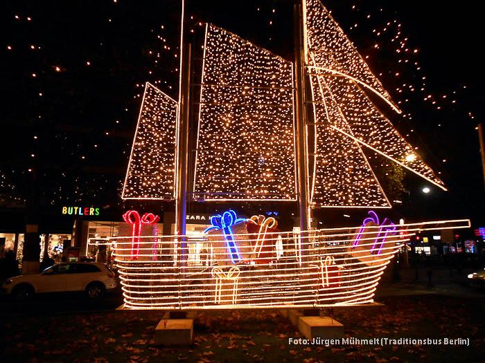 Weihnachtsbeleuchtung Berlin.Traditionsbus Berlin